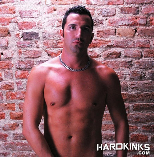 Ricky Strong Hard Kinks